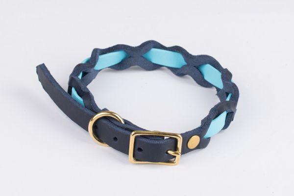 """Bellepet Halsband """"Braidy Farbrausch"""" Messing mit blauem Leder"""